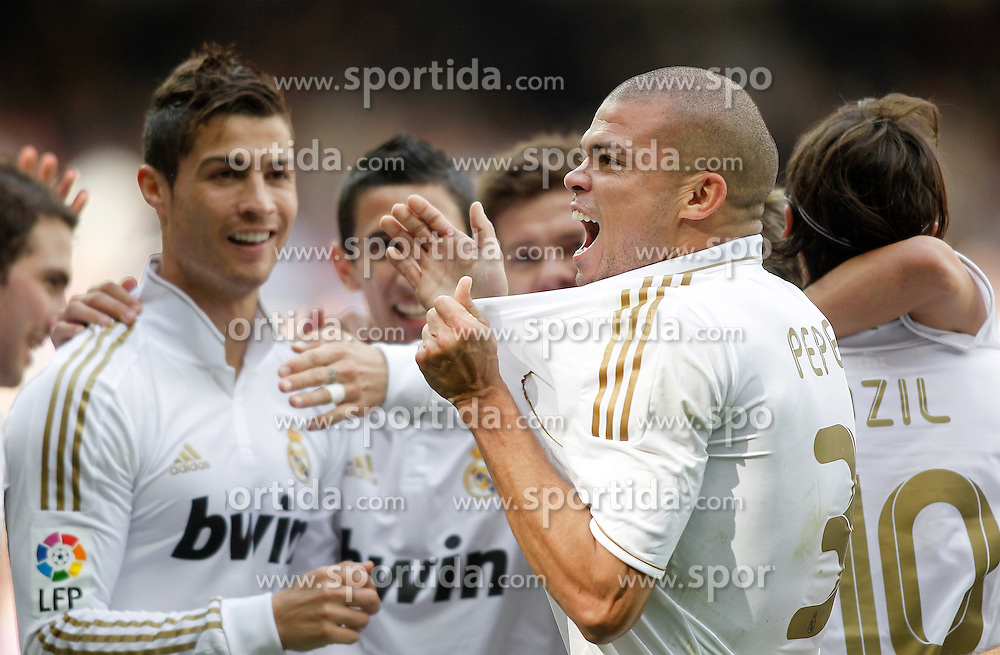 06.11.2011, Santiago Bernabeu Stadium, Madrid, ESP, Primera Division, Real Madrid vs CA Osasuna, im Bild  Real Madrid's Pepe celebrates with Cristiano Ronaldo and Angel Di Maria // during Primera Division league football match between Real Madrid an CA Osasuna at Santiago Bernabeu Stadium, Madrid, Spain on 06/11/2011. EXPA Pictures © 2011, PhotoCredit: EXPA/ Alterphoto/ Alvaro Hernandez +++++ ATTENTION - OUT OF SPAIN/(ESP) and OUT OF SWISS/(SUI) ++++
