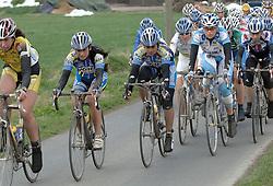 03-04-2006 WIELRENNEN: COURSE DOTTIGNIES: BELGIE<br /> Het peleton op behoorlijke achterstand<br /> ©2006-WWW.FOTOHOOGENDOORN.NL