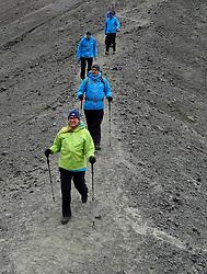 05-07-2014 NED: Iceland Diabetes Challenge dag 1, Landmannalaugar <br /> Vandaag ging de challenge van start. Met een bus gingen we van Vogar naar Landmannalaugar en zagen we de eerste tekenen van het prachtige landschap van IJsland / Manuel, Annet, Andre, Tjebbe