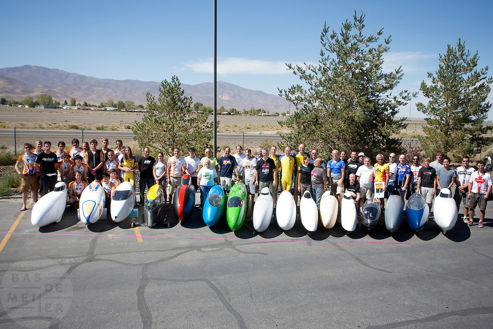 Teamfoto. In de buurt van Battle Mountain, Nevada, strijden van 10 tot en met 15 september 2012 verschillende teams om het wereldrecord fietsen tijdens de World Human Powered Speed Challenge. Het huidige record is 133 km/h.<br />