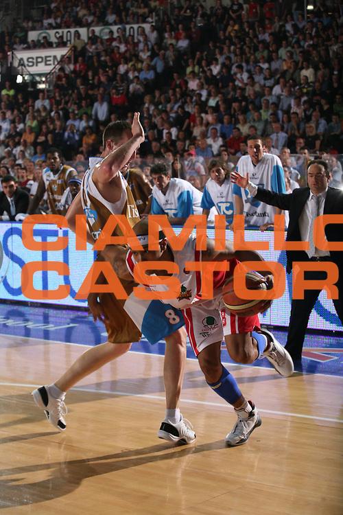 DESCRIZIONE : Varese Lega A1 2006-07 Whirlpool Varese Tisettanta Cantu<br /> GIOCATORE : Holland<br /> SQUADRA : Whirlpool Varese<br /> EVENTO : Campionato Lega A1 2006-2007<br /> GARA : Whirlpool Varese Tisettanta Cantu<br /> DATA : 28/04/2007<br /> CATEGORIA : Palleggio<br /> SPORT : Pallacanestro<br /> AUTORE : Agenzia Ciamillo-Castoria/S.Ceretti