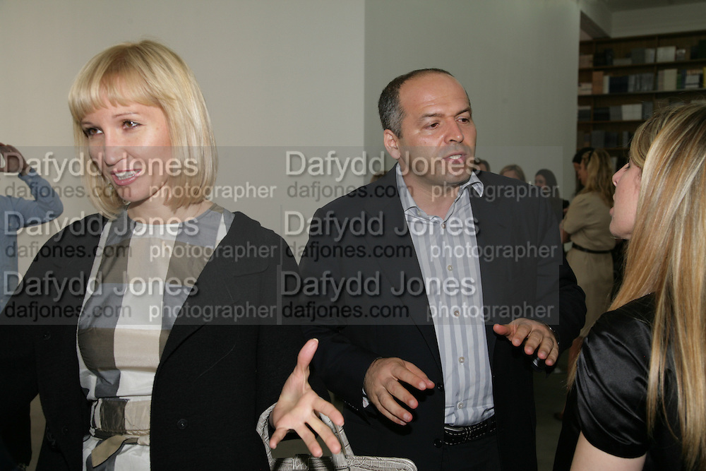 Mr and Mrs. Victor Pinchuk, Jeff Koons: Hulk Elvis. private view. Gagosian Gallery. 18 1une 2007.  -DO NOT ARCHIVE-© Copyright Photograph by Dafydd Jones. 248 Clapham Rd. London SW9 0PZ. Tel 0207 820 0771. www.dafjones.com.