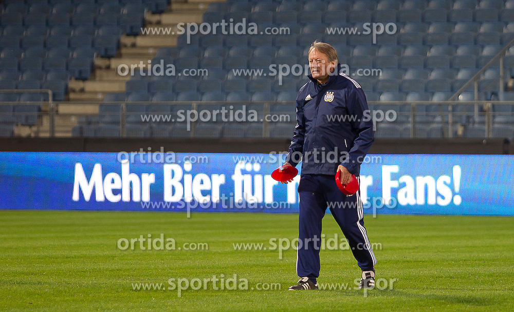 19.10.2011, UPC Arena, Graz, AUT, UEFA Europa League , Abschlusstraining vor dem Spiel Sturm Graz vs RSC Anderlecht, im Bild Ariel Jacobs (RSC Anderlecht, Headcoach) beim Abschlusstraining // during Press Conference before the UEFA Europa League football game between Sturm Graz and RSC Anderlecht at UPC Arena in Graz, Austria on 19/10/2011. EXPA Pictures © 2011, PhotoCredit: EXPA/ E. Scheriau