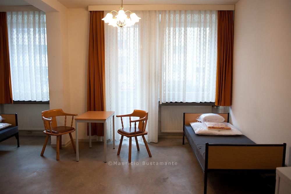 Im ehemaligen Altenheim<br /> der CHRISTIANSGEMEINDE<br /> leben zur<br /> Zeit 40 Obdachlose, meist<br /> &Auml;ltere und Paare.