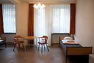 Im ehemaligen Altenheim<br /> der CHRISTIANSGEMEINDE<br /> leben zur<br /> Zeit 40 Obdachlose, meist<br /> Ältere und Paare.