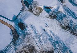 THEMENBILD - Spaziergänger mit Hunden werfen Schatten in die winterliche Landschaft, aufgenommen am 22. Januar 2020 in Kaprun, Österreich // Pedestrians with dogs cast shadows in the winter landscape, Kaprun, Austria on 2020/01/22. EXPA Pictures © 2020, PhotoCredit: EXPA/ JFK