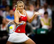 LONDEN - De Russische Maria Sharapova in de eerste ronde in actie tegen de Israelische Shahar Peer (niet op foto) op het gras van Wimbledon tijdens de Olympische Spelen.