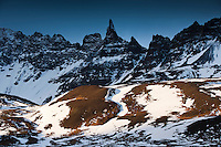 Hraundrangi er 1075 metra hár er fjallatindur á Drangafjalli í Öxnadal. Nafnið er oft haft í fleirtölu, Hraundrangar, en það er rangt, enda er dranginn aðeins einn. Hraundrangi mountain in Öxnadalur, North Iceland.