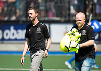 UTRECHT -  coach Alexander Cox (Kampong)  met assistent-coach Kai de Jager (Kampong)  voor   de finale van de play-offs om de landtitel tussen de heren van Kampong en Amsterdam (3-1). COPYRIGHT  KOEN SUYK