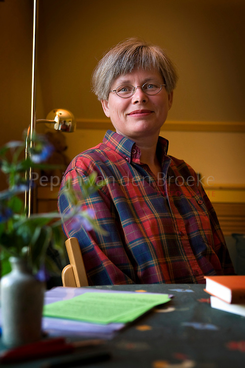 zuidhorn 5/5/2008. Marianne Vogel van praktijk de Bosvogel in haar praktijkruimte. foto: Pepijn van den Broeke. KIlometers: 34