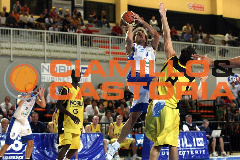 DESCRIZIONE : Castelletto Ticino Lega A1 2007-08 Amichevole Nobili Castelletto Ticino Upea Capo Orlando<br /> GIOCATORE : Gianmarco Pozzecco<br /> SQUADRA : Upea Capo Orlando<br /> EVENTO : Campionato Lega A1 2007-2008<br /> GARA : Nobili Castelletto Ticino Upea Capo Orlando<br /> DATA : 05/09/2007<br /> CATEGORIA : Tiro<br /> SPORT : Pallacanestro<br /> AUTORE : Agenzia Ciamillo-Castoria/G.Cottini<br /> Galleria : Lega Basket A1 2007-2008<br /> Fotonotizia : Castelletto Ticino Campionato Italiano Lega A1 2007-2008 Amichevole Nobili Castelletto Ticino Upea Capo Orlando<br /> Predefinita : Si
