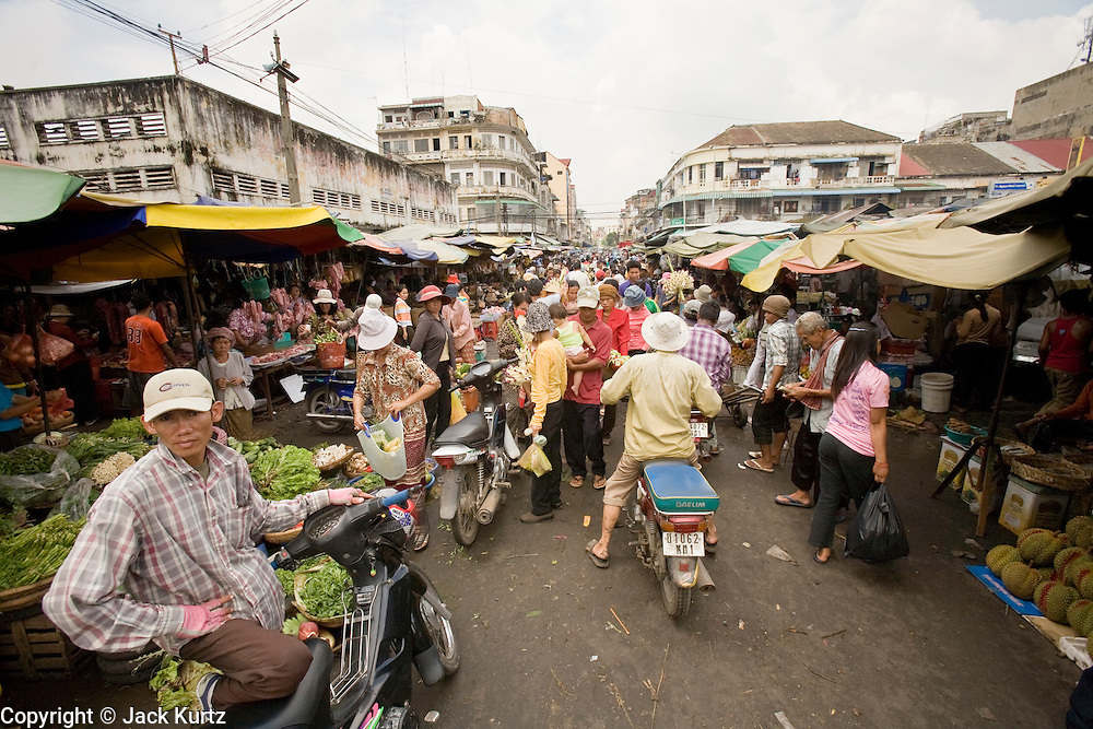 14 MARCH 2006 - PHNOM PENH, CAMBODIA: People walk through the pasr char or Old Market in central Phnom Penh, Cambodia. Photo by Jack Kurtz / ZUMA Press