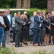 NLD/Huizen/20180818 - uitvaart Bert Verwelius, publiek, vrieden en zakenrelaties