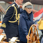 NLD/Lelystad/20180614 - Prinses Beatrix aanwezig bij de viering 100 jaar Zuiderzeewet in Biddinghuizen en Lelystad, Prinses Beatrix aan het zeilen op de Groene Draeck, Princess Beatrix during the fleet review on her sailingship, the Groene Draeck, during the celebrations of 100 year Zuiderzee in Lelystad and Biddinghuizen