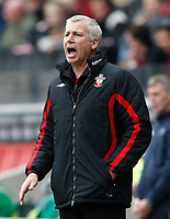 Photo: Steve Bond/Richard Lane Photography. MK Dons v Southampton. Coca-Cola Football League One. 20/03/2010. Alan Pardew gives instructions