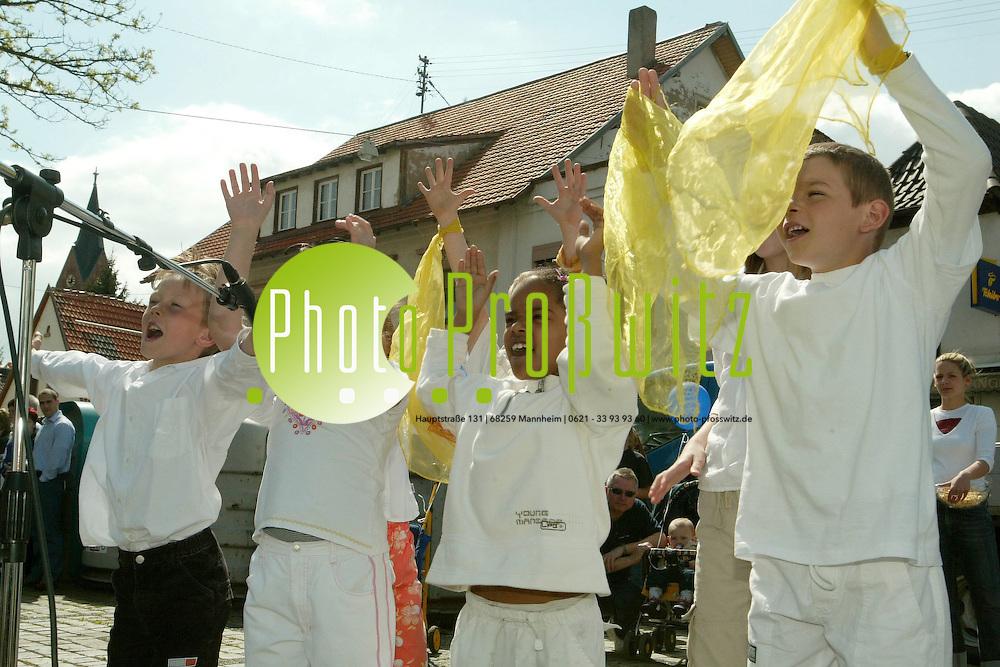 Mannheim. Wallstadt. Maibaumfest. Als Gastredner Europaabgeordneter Simon<br /> <br /> Bild: Markus Pro&szlig;witz