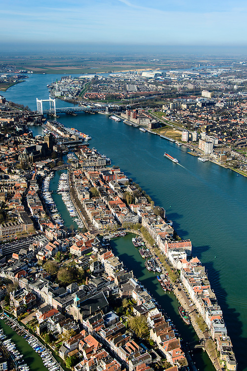 Nederland, Zuid-Holland, Dordrecht, 01-04-2016; overzicht binnenstad van Dordrecht met karakteristieke spoorbrug over rivier de Oude Maas.<br /> Kalkhaven, Nieuwe Haven, Wolwevershaven, Kuipershaven.<br /> Overview city of Dordrecht located on the Oude Maas river.<br /> <br /> luchtfoto (toeslag op standard tarieven);<br /> aerial photo (additional fee required);<br /> copyright foto/photo Siebe Swart
