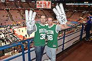 DESCRIZIONE : Milano NBA Global Games EA7 Olimpia Milano - Boston Celtics<br /> GIOCATORE : Pubblico<br /> CATEGORIA : Tifosi<br /> SQUADRA :  Boston Celtics<br /> EVENTO : NBA Global Games 2016 <br /> GARA : NBA Global Games EA7 Olimpia Milano - Boston Celtics<br /> DATA : 06/10/2015 <br /> SPORT : Pallacanestro <br /> AUTORE : Agenzia Ciamillo-Castoria/IvanMancini<br /> Galleria : NBA Global Games 2016 Fotonotizia : NBA Global Games EA7 Olimpia Milano - Boston Celtics