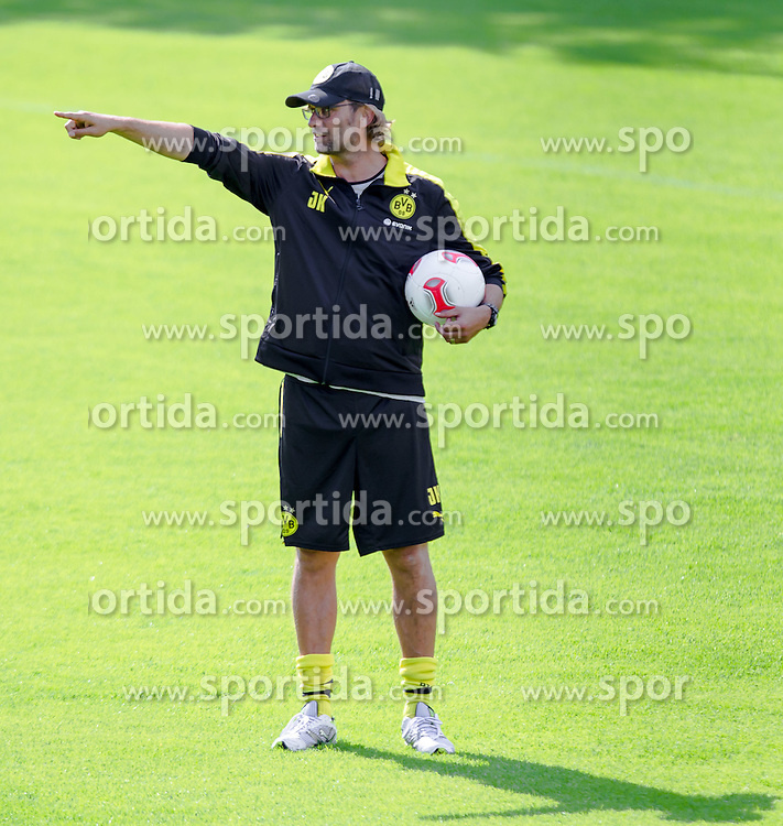 06.07.2012, Sportplatz, Brixen im Thale, AUT, Borussia Dortmund Trainingslager, im Bild Juergen Klopp, Trainer Borussia Dortmund waehrend des Trainings // during a Trainingssession of the German Bundesliga Club Borussia Dortmund at the Sportplace, Brixen im Thale, Austria on 2012/07/06. EXPA Pictures © 2012, PhotoCredit: EXPA/ Juergen Feichter