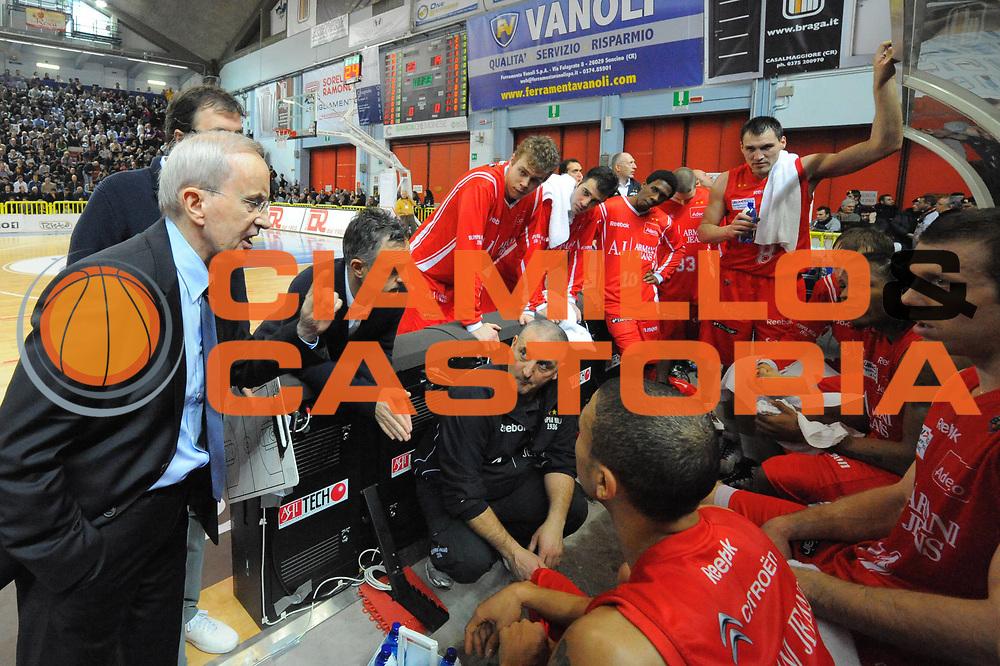DESCRIZIONE : Cremona Lega A 2010-11 Vanoli Braga Cremona Armani Jeans Milano<br /> GIOCATORE : Dan Peterson Team<br /> SQUADRA :  Armani Jeans Milano<br /> EVENTO : Campionato Lega A 2010-2011 <br /> GARA : Vanoli Braga Cremona Armani Jeans Milano<br /> DATA : 09/01/2011<br /> CATEGORIA : ritratto time out<br /> SPORT : Pallacanestro <br /> AUTORE : Agenzia Ciamillo-Castoria/GiulioCiamillo<br /> Galleria : Lega Basket A 2010-2011 <br /> Fotonotizia : Cremona Lega A 2010-11 Vanoli Braga Cremona Armani Jeans Milano<br /> Predefinita :