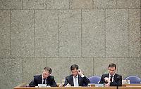 Nederland. Den Haag, 13 januari 2010.<br /> In vak K zitten premier Balkenende en vice-premiers Bos en Rouvoet. Het kabinet erkent dat met de kennis van nu een beter volkenrechtelijk mandaat nodig was geweest voor de inval in Irak. Dat schrijft premier Balkenende in een brief aan de Tweede Kamer. Daarmee werd gisteren een kabinetscrisis afgewend.<br /> Gisteren nam Balkenende nog afstand van de passage over het mandaat in het rapport van de commissie-Davids.<br /> Foto Martijn Beekman