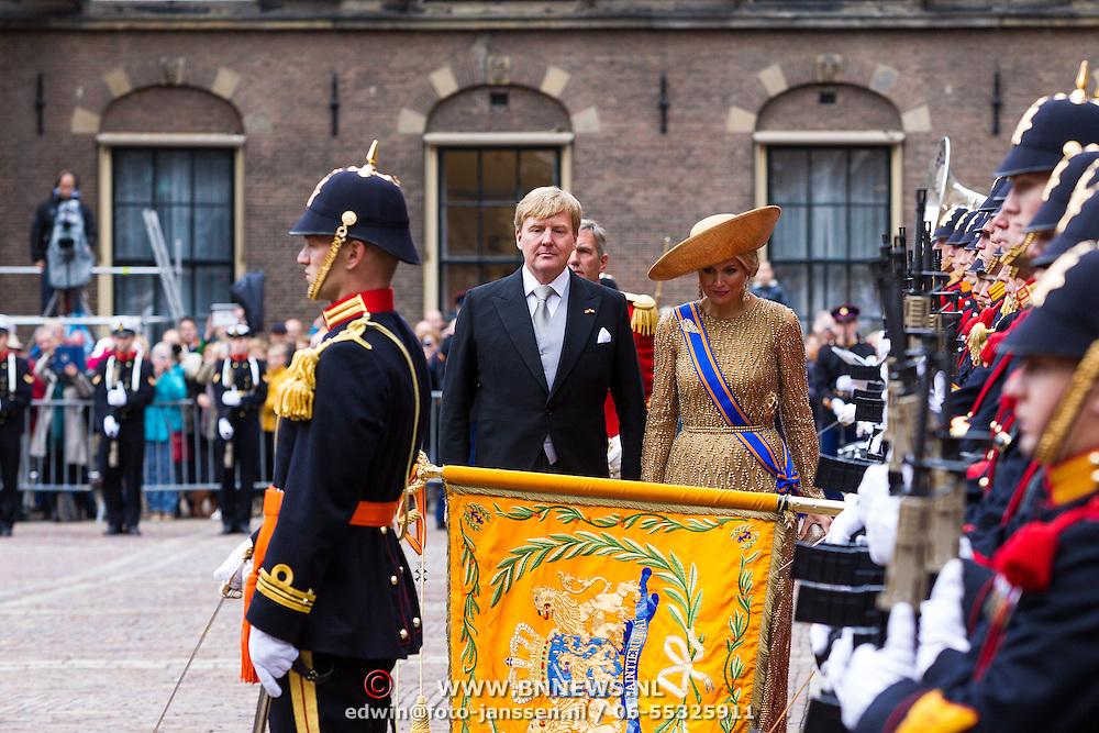 NLD/Den Haag/20130917 -  Prinsjesdag 2013, Koning Willem-Alexander en Koningin Maxima groeten het Vaandel