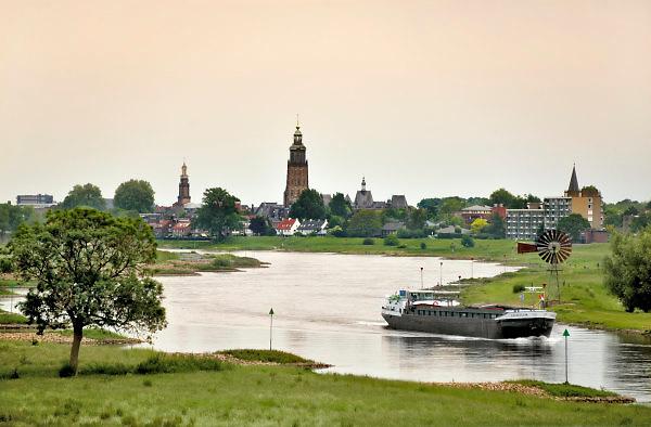 Nederland, the netherlands, zutphen, 22-5-2018Een binnenvaartschip vaart over de ijssel langs zutphen .Foto: Flip Franssen