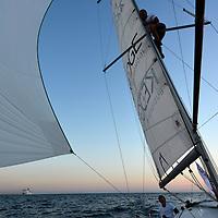 SailEazy et le Sycom (Sunlight Yacht Club of Malmousque) s&rsquo;associent et vous proposent une formule in&eacute;dite de challenge sportif sur des voiliers en libre-service !<br /> Le challenge Sunlight Islands&rsquo; Cup permet d&eacute;sormais, avec la flotte SailEazy, de se mesurer aux plus grands sur un m&ecirc;me parcours, et de mani&egrave;re perp&eacute;tuelle (welcome !)&hellip;<br /> Ces deux id&eacute;es novatrices rassemblent les sens du partage, de la rencontre et de la d&eacute;couverte.<br /> SailEazy, c&rsquo;est &laquo; le voilier qui vous pla&icirc;t, en libre-service, toute l&rsquo;ann&eacute;e, y compris pour quelques heures de navigation ! &raquo; Ce syst&egrave;me de &laquo; Voilib&rsquo; &raquo; est accessible par abonnement apr&egrave;s validation de votre autonomie de chef de bord par SailEazy (man&oelig;uvres au port, prises de ris, mouillages, etc.). Une fois abonn&eacute;, r&eacute;servez votre voilier sur la plateforme d&eacute;di&eacute;e (www.saileazy.com),
