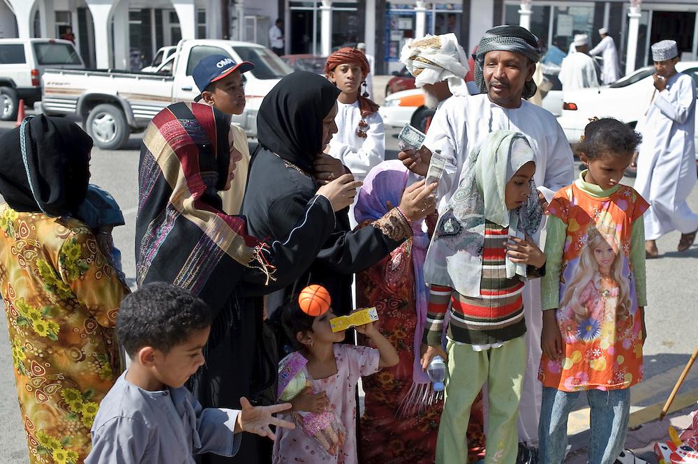 Ibra, Sultanate of Oman - 26 November 2008.Women market..Photo: EZEQUIEL SCAGNETTI.