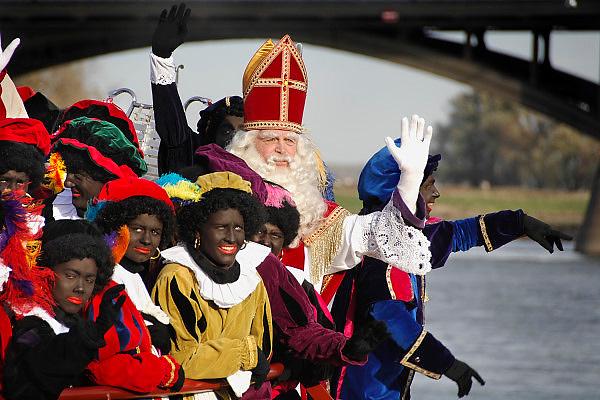 Nederland, Nijmegen, 18-11-2006....Sinterklaas en zwarte pieten, piet, bij aankomst in Nijmegen...Foto: Flip Franssen