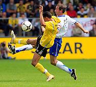 27-05-2007: Voetbal: VVV Venlo - RKC Waalwijk: Venlo<br /> RKC Waalwijk is gedegradeerd naar de Jupiler League.<br /> Patrick van Diemen wint het duel van Karim Soltani<br /> foto : Geert van Erven