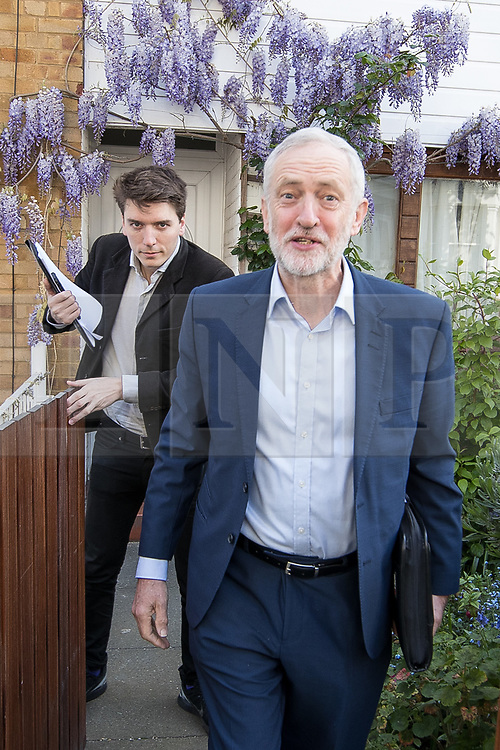 © Licensed to London News Pictures . 20/04/2017 . London , UK . JEREMY CORBYN leaves his home in Finsbury Park , this morning (20th April 2017) . Jeremy Corbyn is the current leader of the Labour Party . Photo credit: Joel Goodman/LNP