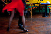 Buenos Aires, Argentina...Imagens da cidade de Buenos Aires, capital da Argentina. Apresentacao de tango em bar na rua Caminito em La Boca...The Buenos Aires city. In this photo the tango presentation in the bar on Caminito street in La Boca...Foto: JOAO MARCOS ROSA / NITRO