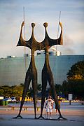 Brasilia_DF, Brasil...Monumento os Candangos ou os Dois Guerreiros, construido em homenagem aos trabalhadores que construiram a capital federal em Brasília, Distrito Federal...The Candangos  or the Two Warriors monument, built to honor the workers who built the federal capital in Brasilia, Distrito Federal...Foto: JOAO MARCOS ROSA / NITRO