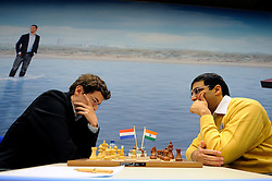 17-01-2011 SCHAKEN: TATA STEEL CHESS TOURNAMENT: WIJK AAN ZEE  <br /> Viswanathan Anand IND and Erwin l Ami NED<br /> ©2010-WWW.FOTOHOOGENDOORN.NL