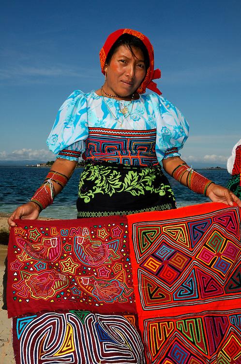 Kuna Indian woman with Molas, Indigenous, Isla Porvenir, Island, Kuna Indian Territory, San Blas Archipelago, Panama, Central America