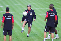 OSLO, NORWAY - Monday, September 3, 2001: Wales' manager Mark Hughes during training at the Ullevaal Stadion in Oslo ahead of his side's FIFA World Cup 2002 Qualifying Group 5 match against Norway. (Pic by David Rawcliffe/Propaganda)