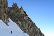 Zwei Alpinisten auf dem Sidelengletscher steigen zur Oberen Bielenl&uuml;cke hoch, Furka, Uri, Schweiz<br /> <br /> Two alpinists on the Sidelengletscher are climbing towards the Obere Bielenl&uuml;cke, Furka, Uri, Switzerland