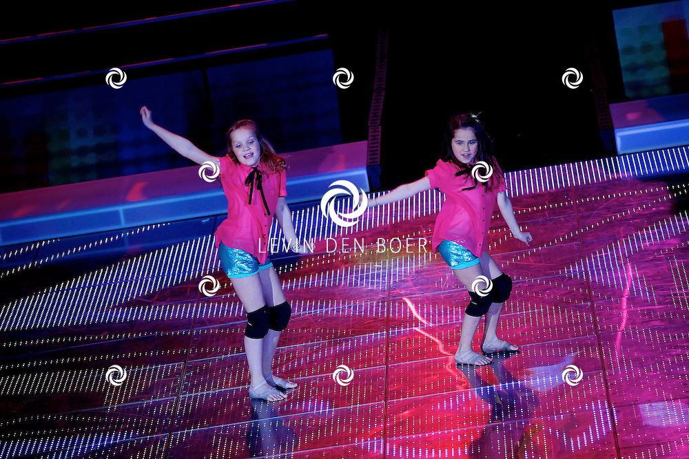 AALSMEER - In Studio Alsmeer is de liveshow van Everybody Dance Now. Met op de foto de dames Noa & Indy. FOTO LEVIN DEN BOER - PERSFOTO.NU