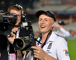 © Licensed to London News Pictures. 25/08/2013. London, UK Investec 5th Ashes Test, The Kia Oval, 5th day, 25/08/2013 England's Joe Root with a photographer's camera after the match.Photo credit : Mike King/LNP