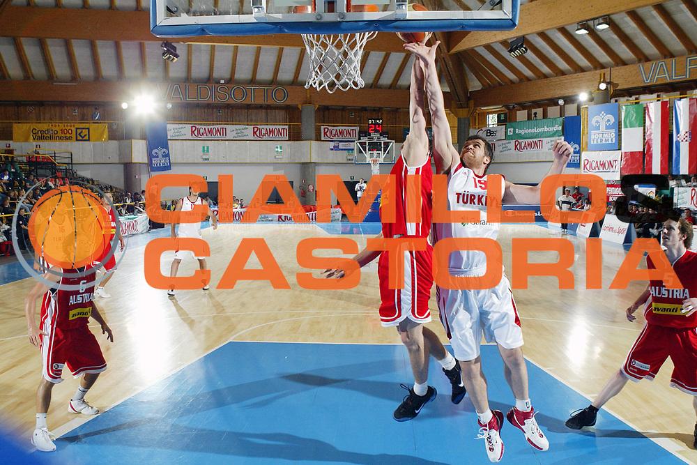 DESCRIZIONE : Bormio Torneo Internazionale Gianatti Turchia Austria <br /> GIOCATORE : Oguz Savas <br /> SQUADRA : Turchia <br /> EVENTO : Bormio Torneo Internazionale Gianatti <br /> GARA : Turchia Austria <br /> DATA : 04/08/2007 <br /> CATEGORIA : Tiro <br /> SPORT : Pallacanestro <br /> AUTORE : Agenzia Ciamillo-Castoria/S.Silvestri