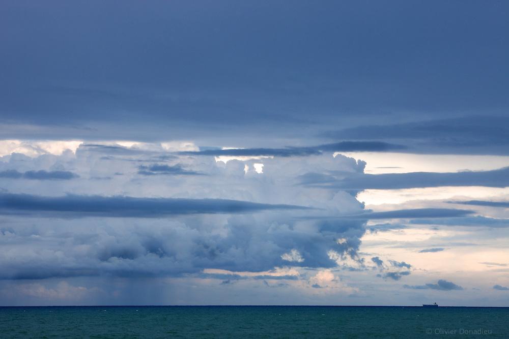 The Tanker and the storm, Sicily, Italy. Le bateau et la tempête, Sicile, Italie.