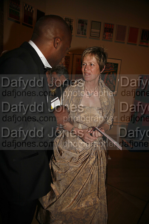 Paul Franklin and Lady Grimshaw, Royal Academy Annual dinner. Royal Academy, Piccadilly. 6 June 2006. ONE TIME USE ONLY - DO NOT ARCHIVE  © Copyright Photograph by Dafydd Jones 66 Stockwell Park Rd. London SW9 0DA Tel 020 7733 0108 www.dafjones.com