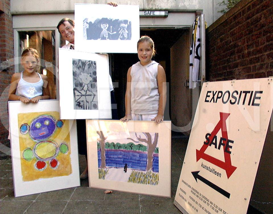 Fotografie Frank Uijlenbroek©1999/Frank Brinkman.990911 dalsen ned.safe kelder expo jeugd kunst