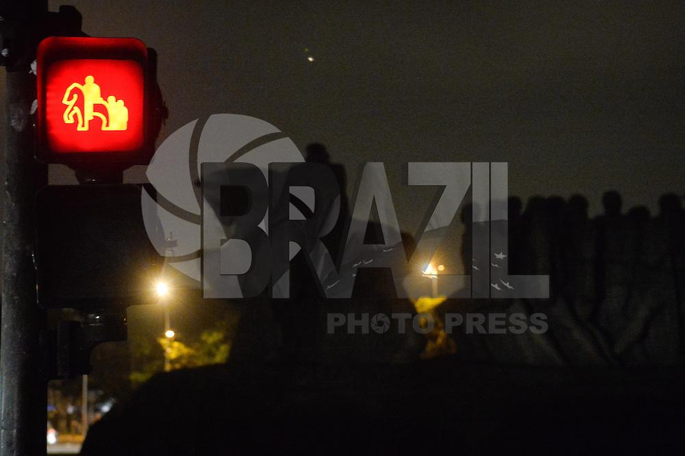 SAO PAULO, SP, 28.03.2015 - HORA DO PLANETA SÃO PAULO: As luzes do Monumento às Bandeiras em São Paulo foram apagadas as 20:30 deste sabado (28), para participar da Hora do Planeta. (Foto: Levi Bianco - Brazil Photo Pess)