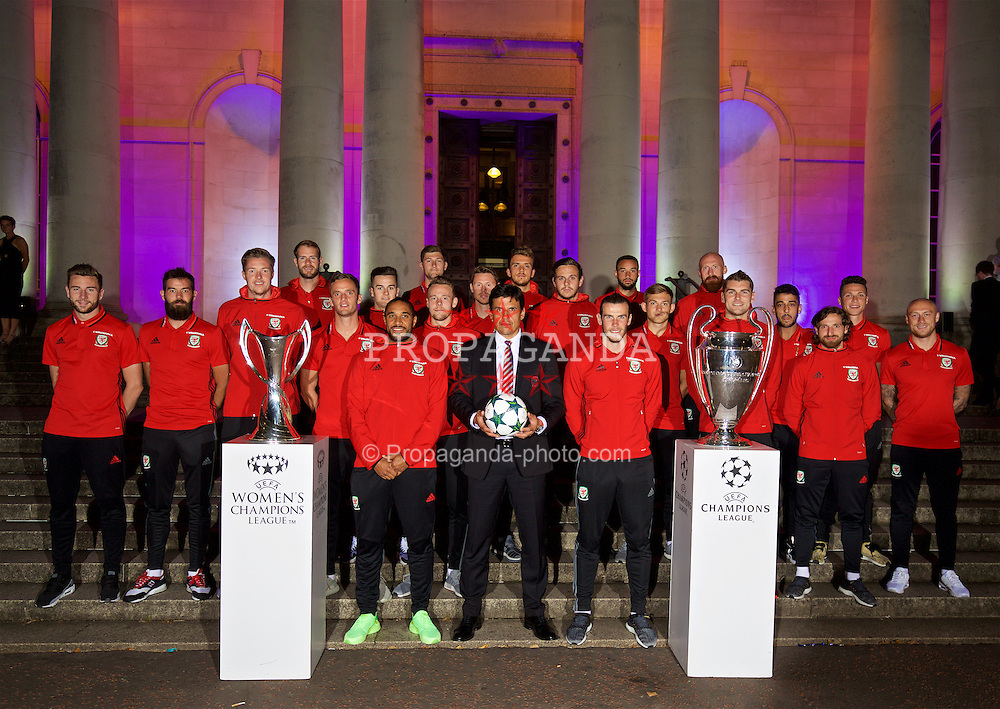 CARDIFF, WALES - Wednesday, August 31, 2016: Wales' manager Chris Coleman with captain Ashley Williams and Gareth Bale and the two European Cup trophies on display during a gala dinner at the Cardiff Museum to launch the UEFA Champions League Finals 2017 to be held in Cardiff. Paul Dummett, Joe Ledley<br /> , goalkeeper Wayne Hennessey, goalkeeper Owain Fon Williams, Andy King, Tom Lawrence, captain Ashley Williams, Darcy Blake, Chris Gunter, Simon Church, Emyr Huws, manager Chris Coleman, goalkeeper Daniel Ward, Gareth Bale, Ashley 'Jazz' Richards, George Williams, James Collins, Sam Vokes, Neil Taylor, Joe Allen, James Chester, David Cotterill. (Pic by David Rawcliffe/Propaganda)