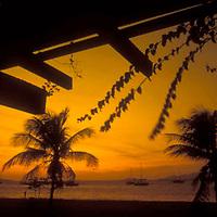 Atardecer sobre la Bahia de Pozuelos visto desde Paseo Colon, Puerto La Cruz, Anzoategui, Venezuela