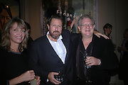 Sabrina Guinness, Julian Schnabel and Jeremy Thomas. Pintura del Siglo XXI - Julian Schnabel exhibition. ROBILANT + VOENA, Dover St. London. 19  October 2005. ONE TIME USE ONLY - DO NOT ARCHIVE © Copyright Photograph by Dafydd Jones 66 Stockwell Park Rd. London SW9 0DA Tel 020 7733 0108 www.dafjones.com