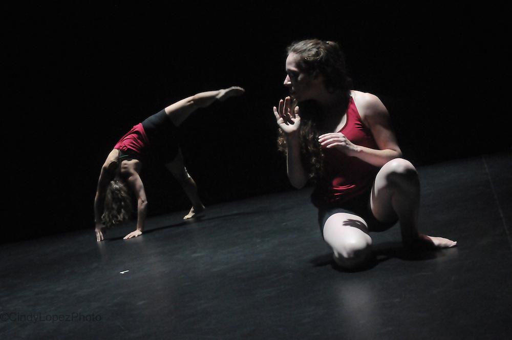7 Pupilles de Feu. Josiane Fortin Danse. Interprètes: Myriam Tremblay-Quévillon, Valérie Philibert et Josiane Fortin (photo de spectacle). Festival Fringe Montreal 2012.