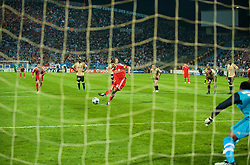 MARSEILLE, FRANCE - Tuesday, September 16, 2008: Liverpool's captain Steven Gerrard MBE sends Olympique de Marseille's goalkeeper Steve Mendanda the wrong way to score the second goal from the penalty spot during the opening UEFA Champions League Group D match at the Stade Velodrome. (Photo by David Rawcliffe/Propaganda)